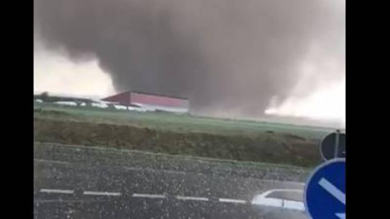 Tornado in Duitsland, net over de grens met Nederland