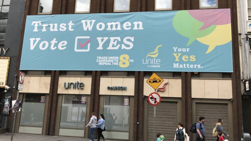 Irish trade union pro-women's rights banner, photo by Peter Taal/NOS