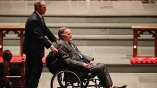 Bekijk details van George Bush sr. opnieuw opgenomen in ziekenhuis