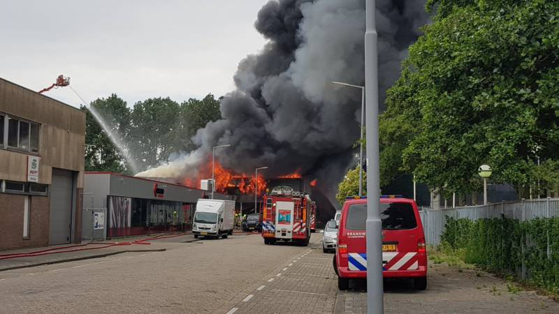 Auto Garage Rotterdam : Two wounded in a big fire in the rotterdam garage