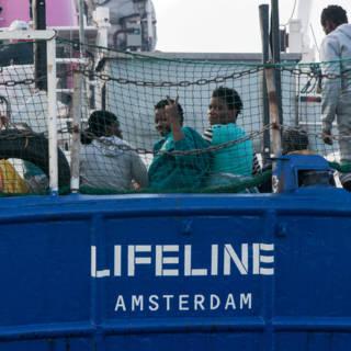 'Nederlands' reddingsschip zit in juridisch niemandsland