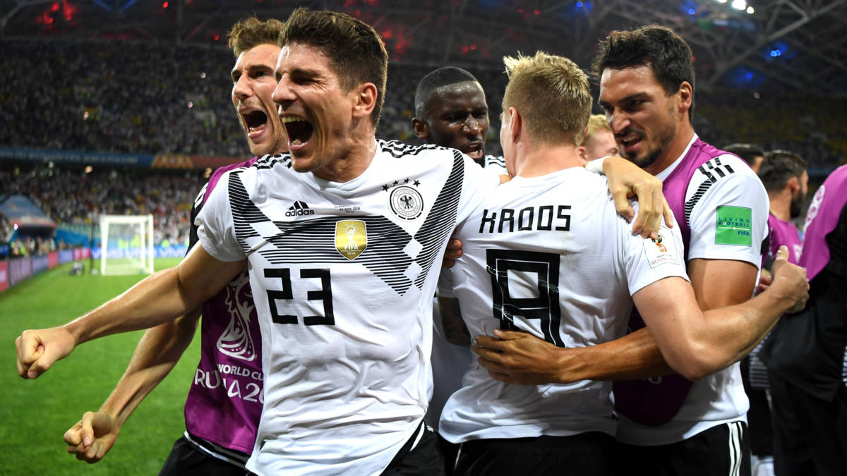 Kroos helpt Duitsers aan miraculeuze ontsnapping tegen Zweden