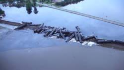 870.000 liter olie in water beland door treinongeluk in Iowa.