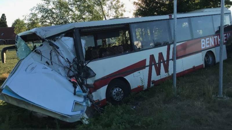 Busongeluk Duitsland: tientallen kinderen gewond, twee ernstig.