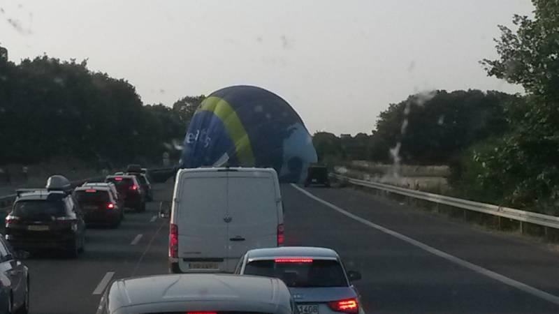 Luchtballon landt op Duitse snelweg