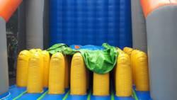 Zes kinderen gewond door ongeluk met springkussen in Emmen.