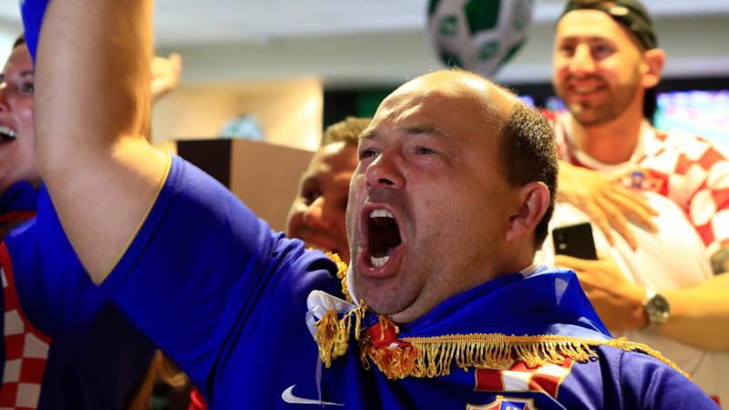 Cameramannen moeten niet hele tijd mooie vrouwen filmen, vindt FIFA