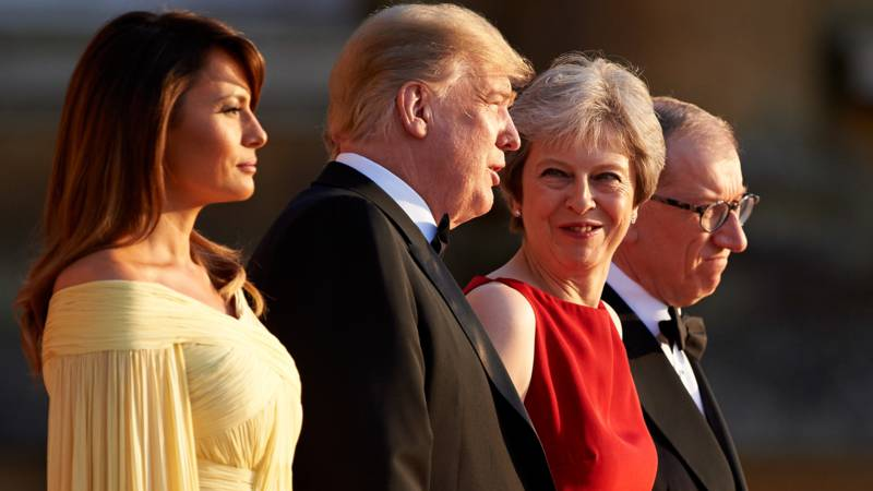 Melania Trump, Donald Trump, Theresa May and her husband before the Blenheim palace gala dinner, AFP photo
