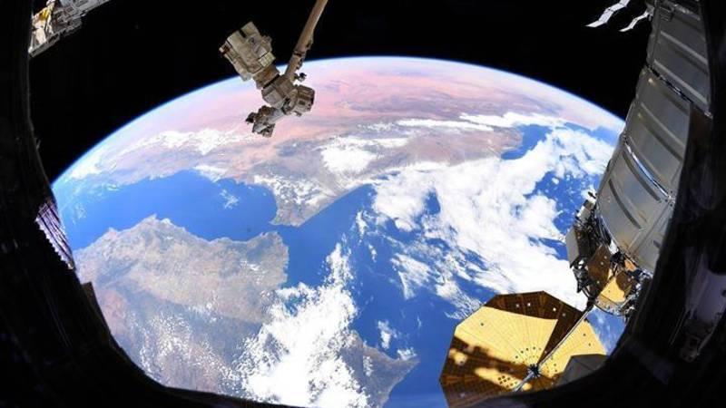 wow! zo ziet de aarde eruit vanuit de ruimte | nos jeugdjournaal