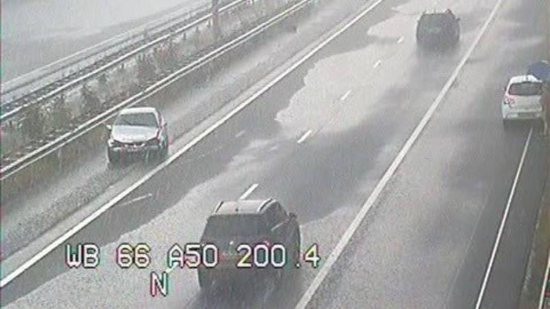Ongelukken op de weg door plotselinge hevige regen.