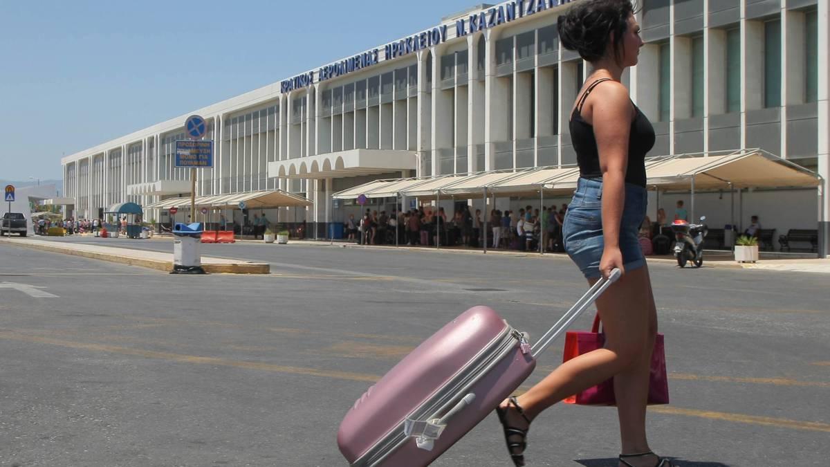 Noodlanding op Kreta na bommelding: 'Passagiers openden hun drankflessen'