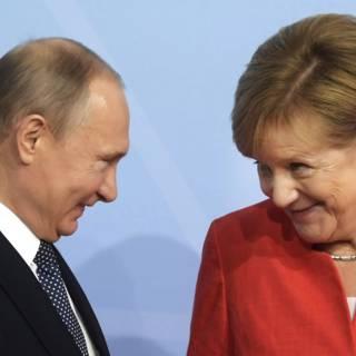 Bekijk details van Merkel en Poetin weten: we hebben elkaar nodig
