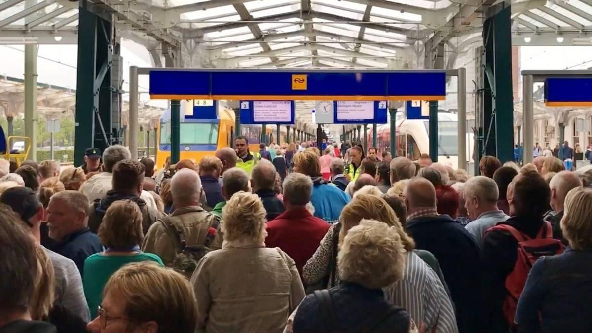 Duizenden bezoekers Reuzen-evenement Leeuwarden gestrand