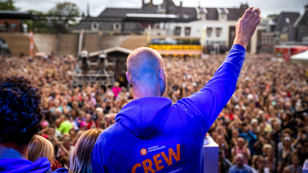 Zwemtocht Van der Weijden levert 2,5 miljoen op