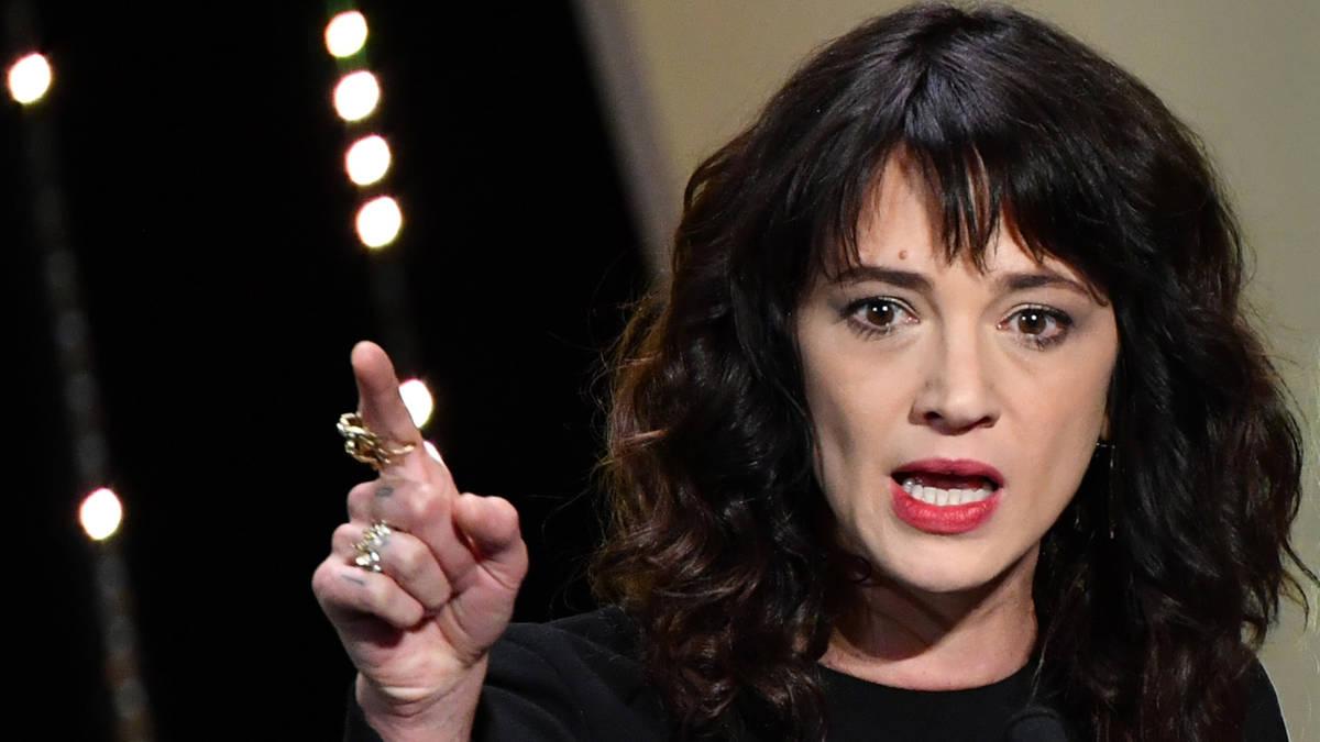 #MeToo-prominent Asia Argento ontkent seks met minderjarige acteur