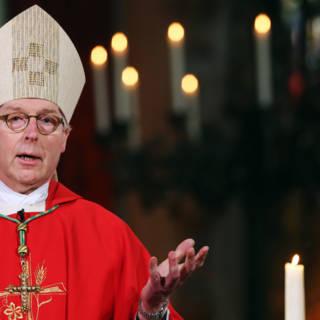 Bisschop De Korte nodigt Klaas Dijkhoff uit voor gesprek
