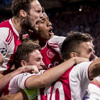Ajax begint Champions League met overtuigende overwinning op AEK