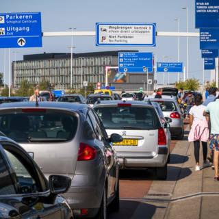Bekijk details van Schiphol mag niet zomaar geld vragen voor kiss & ride