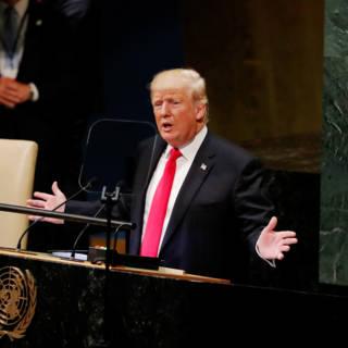 Bekijk details van Trump hamert (na gelach) op zelfbeschikking en eigenbelang