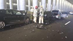 Ongeluk met vijf autos na verkeersruzie midden op A1.