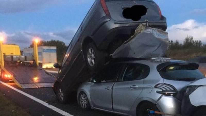Autos op elkaar gestapeld bij kettingbotsing op A15.