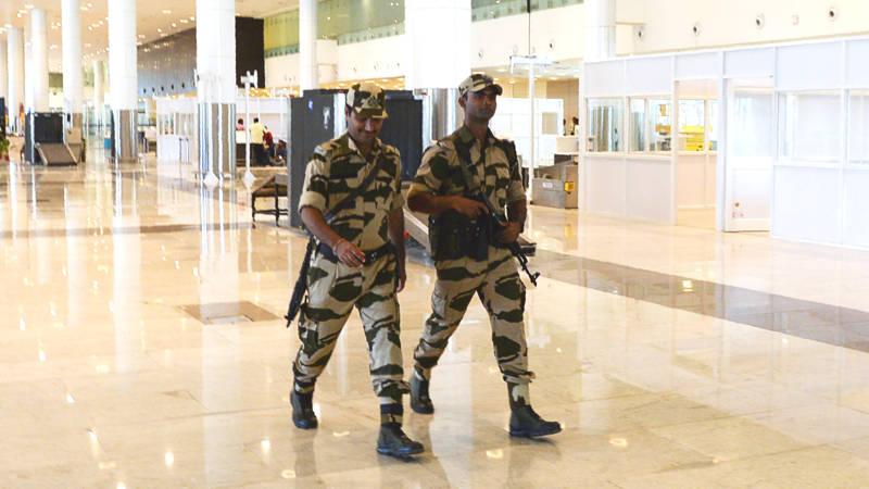 Indiase luchthavenpolitie moet bozer kijken