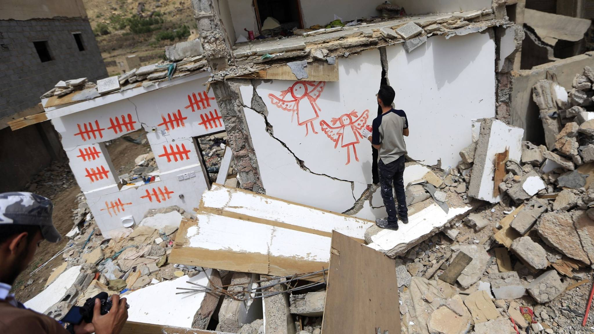 Graffiti on ruins in Yemen caused by Saudi bombing, AFP photo