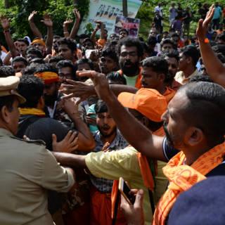 Bekijk details van Fel protest bij Indiase tempel nu 'onreine' vrouwen binnen mogen