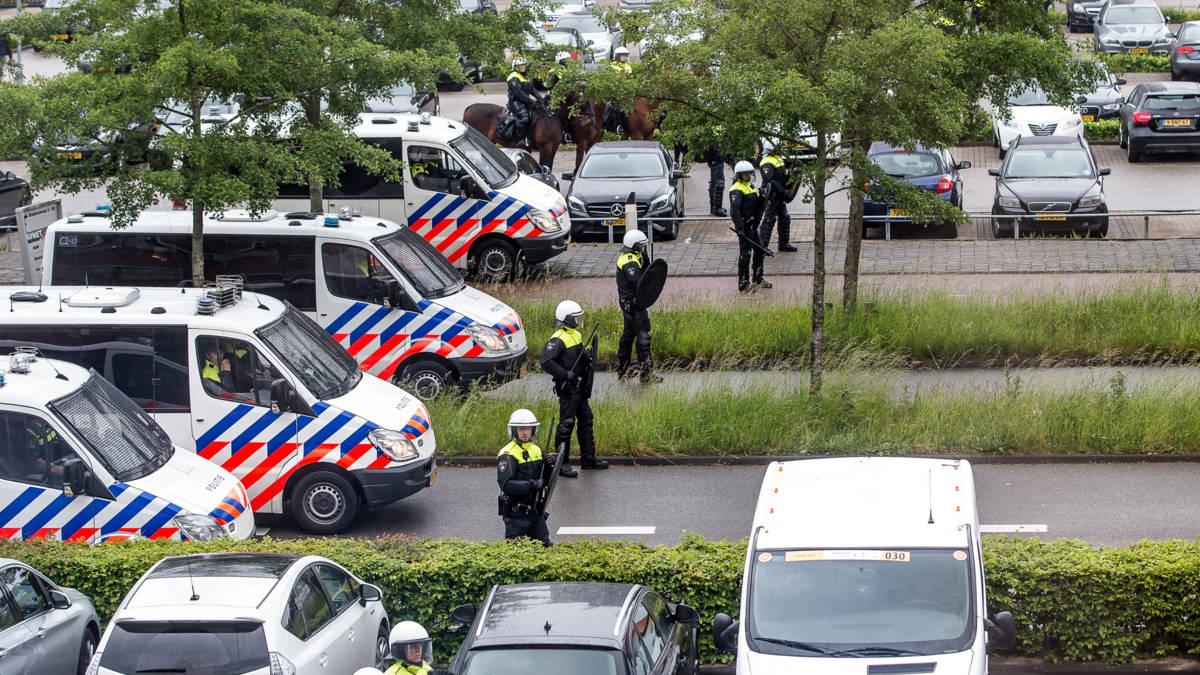 Politie verwacht nog tot dertig arrestaties na rellen NAC-Willem II