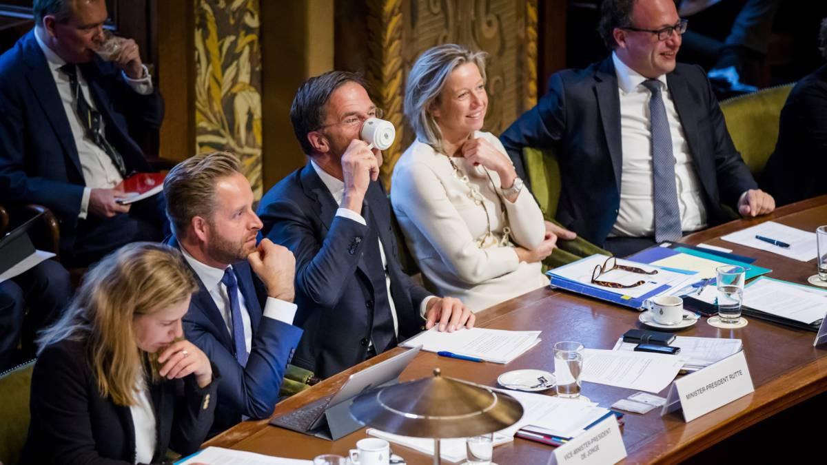 Peilingwijzer: coalitie blijft op tientallen zetels verlies