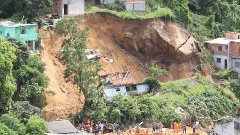 Modderstroom in arme wijk rio eist tien levens nos