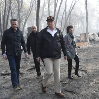 Bekijk details van Trump bezoekt door brand verwoest Paradise in Californië