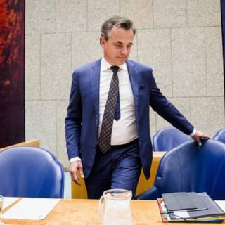 Bekijk details van 'VVD wil einde aan rol politiek bij asielbesluit'