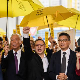 Bekijk details van Proces tegen leiders 'Parapluprotest' van start in Hongkong