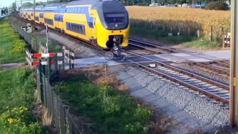 Waarschuwing voor trein-ongelukken met heftige filmpjes.