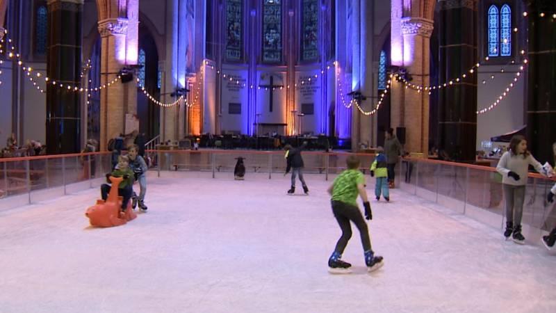 Afbeeldingsresultaat voor ijsbaan in kerk gouda