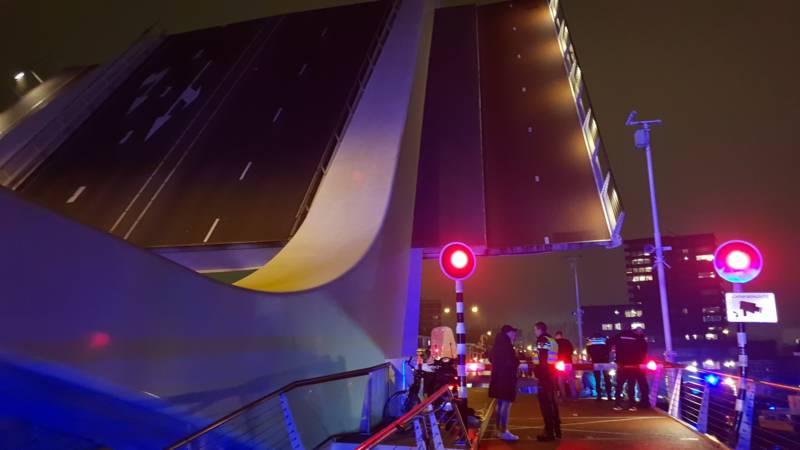 Zaandam - Twee gewonden bij brugongeval.