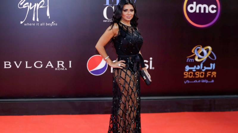 Egyptische actrice riskeert gevangenisstraf vanwege deze blote jurk