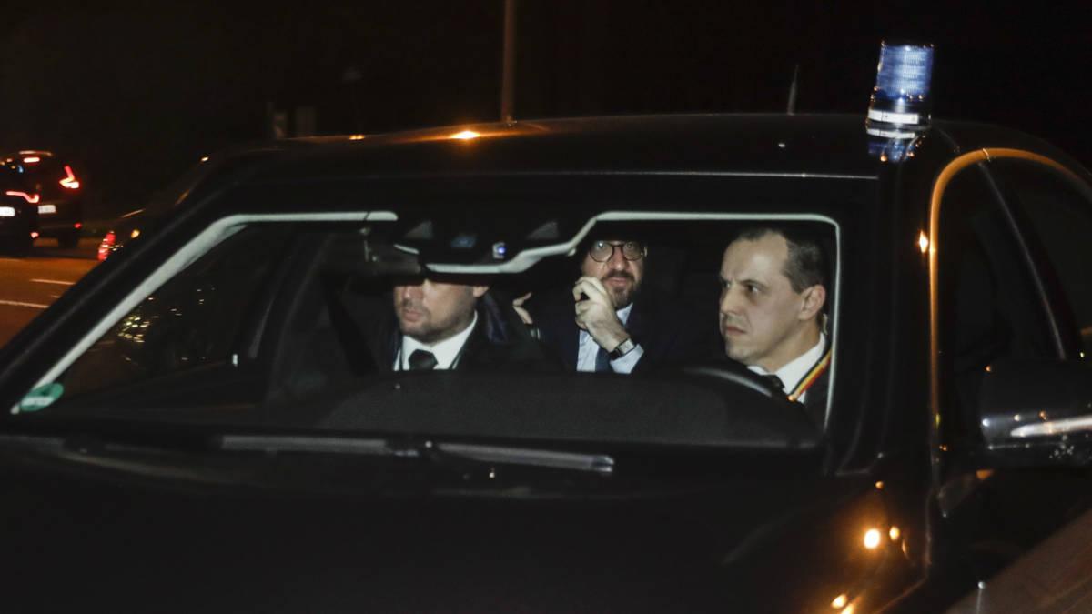 Premier België biedt ontslag kabinet aan, koning beraadt zich