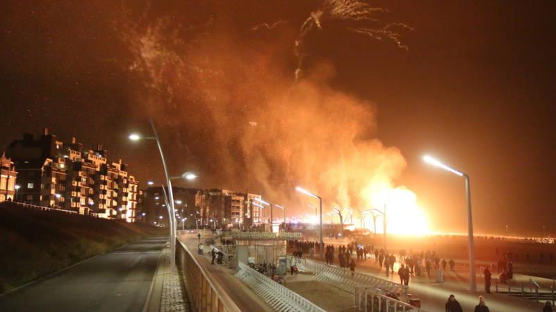 Vreugdevuur in Scheveningen (Bron NOS/ Regio15)