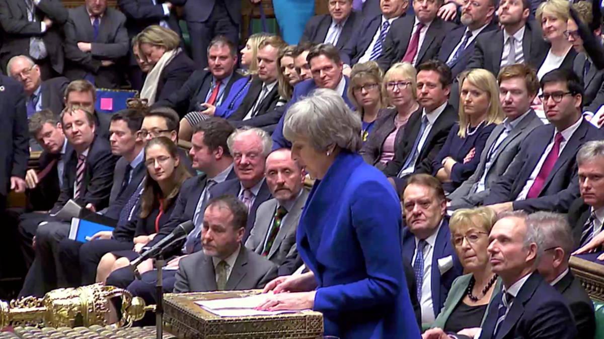 Britse premier May krijgt vertrouwen Lagerhuis ondanks nederlaag