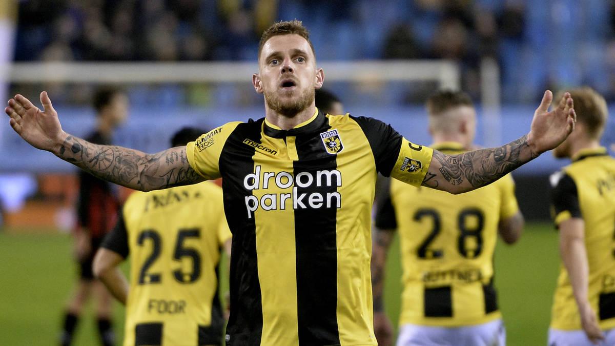 Vitesse verslaat Excelsior met hulp van de VAR