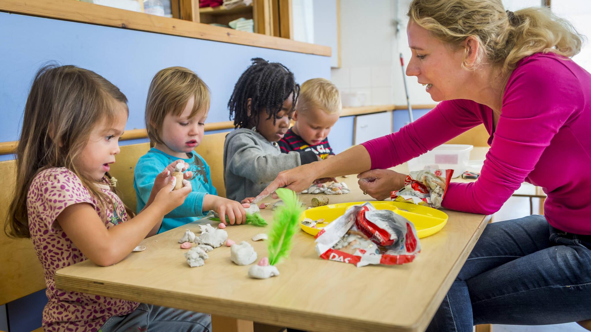 De medewerkers van Kinderopvang Het Kuikentje staan voor