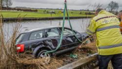 Auto te water in Obdam, vier Polen verongelukt.