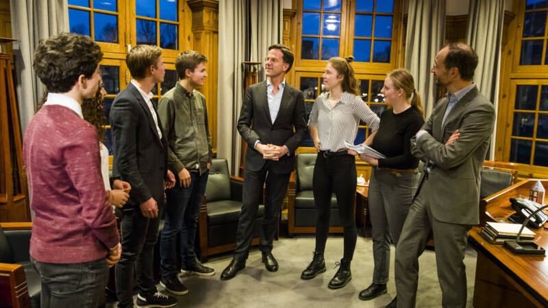 Dutch ministers Rutte, center, Wiebes, right, and pro-climate students. ANP photo