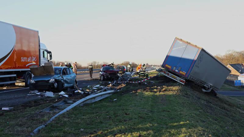 Zes gewonden na ongeluk met vrachtwagens op A50.