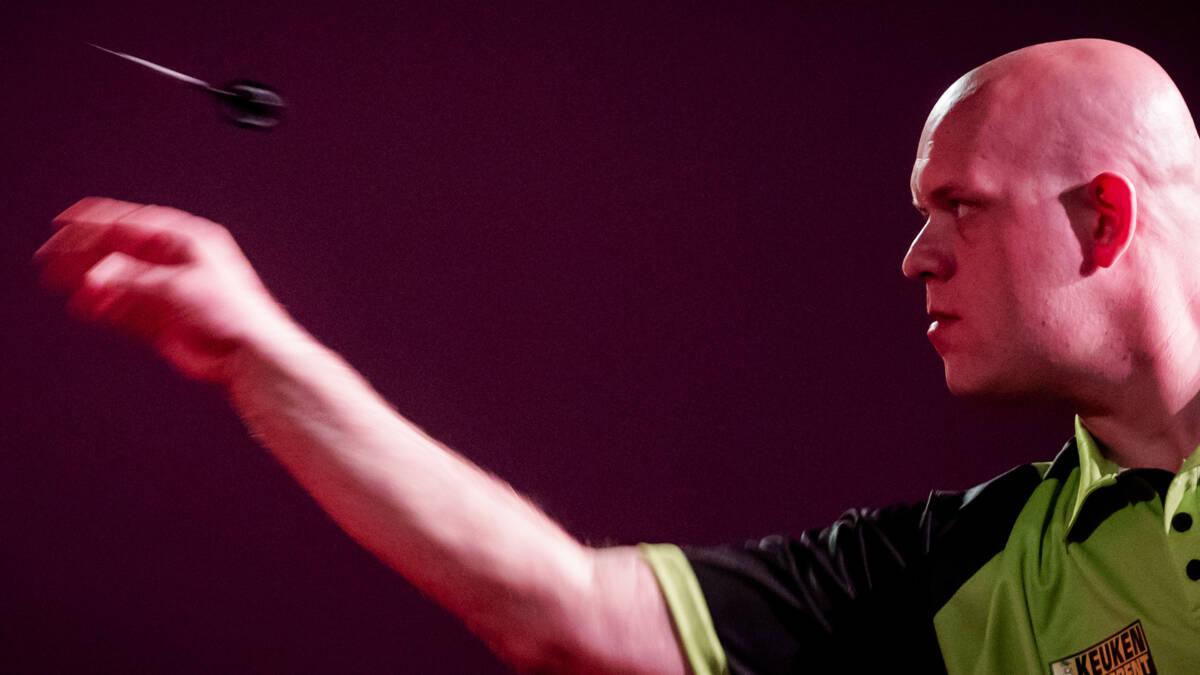 Hoofdschuddend wint Van Gerwen ook zijn derde Premier League-duel