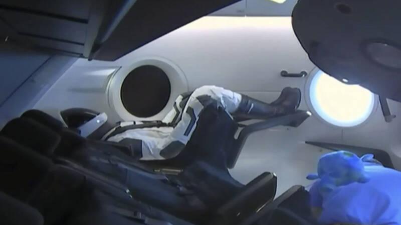 Baanbrekende ruimtecapsule terug op weg naar aarde