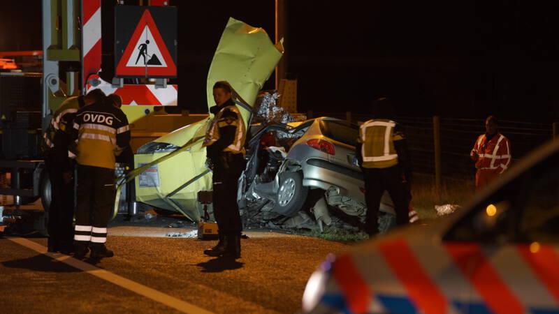 A1 bij Bathmen dicht door ernstig ongeluk.