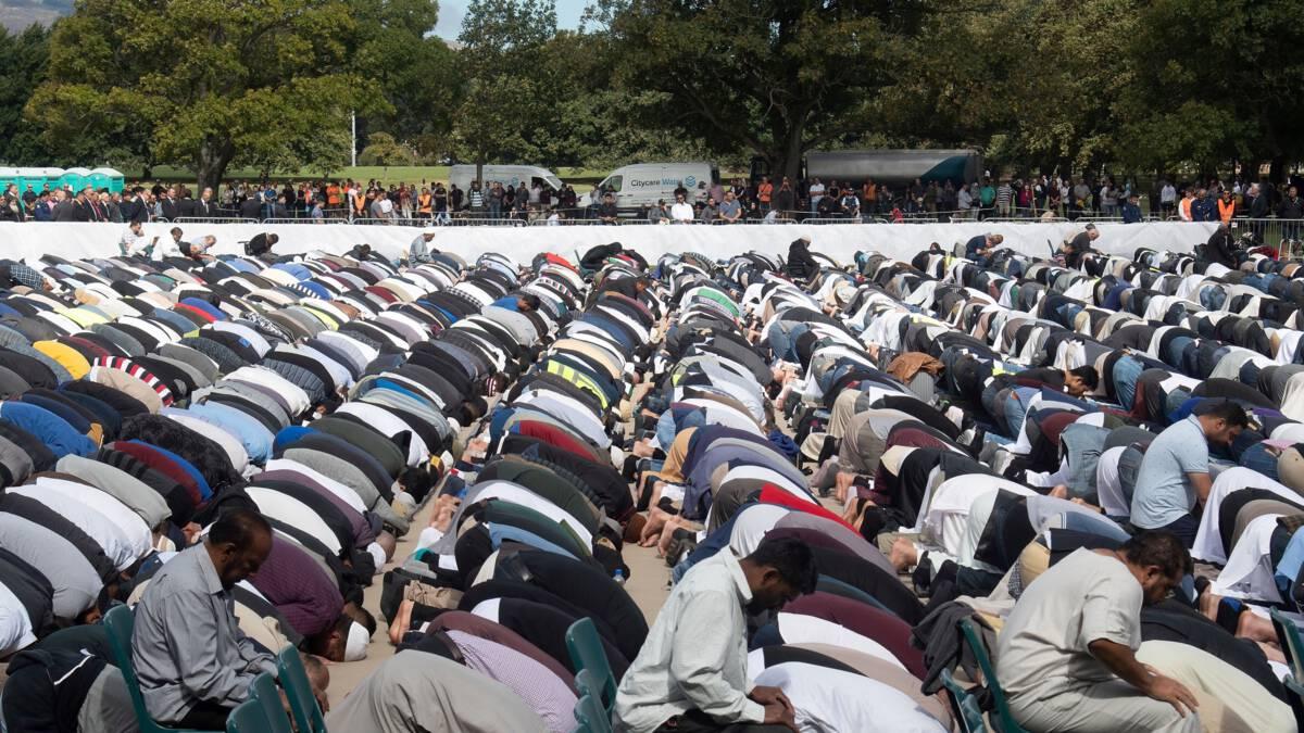 Duizenden Nieuw-Zeelanders bij vrijdaggebed getroffen moskee